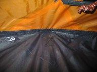Das Zelt ist sauber gearbeitet, die Seitennähte befinden sich aber in etwa auf Bodenhöhe.