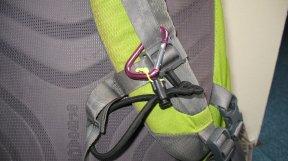 Schnell gebastelt: eine Trekkingstockhalterung a la Osprey.