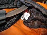 Rechts: eine von zwei Seitentaschen; leider etwas schwer zugänglich.