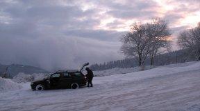 Es war dunkel als wir die Hütte erreichten, am Frühen Morgen bot sich uns jedoch ein schönes Bild. Geweckt hat uns ein nervig lauter Schneeschieber.